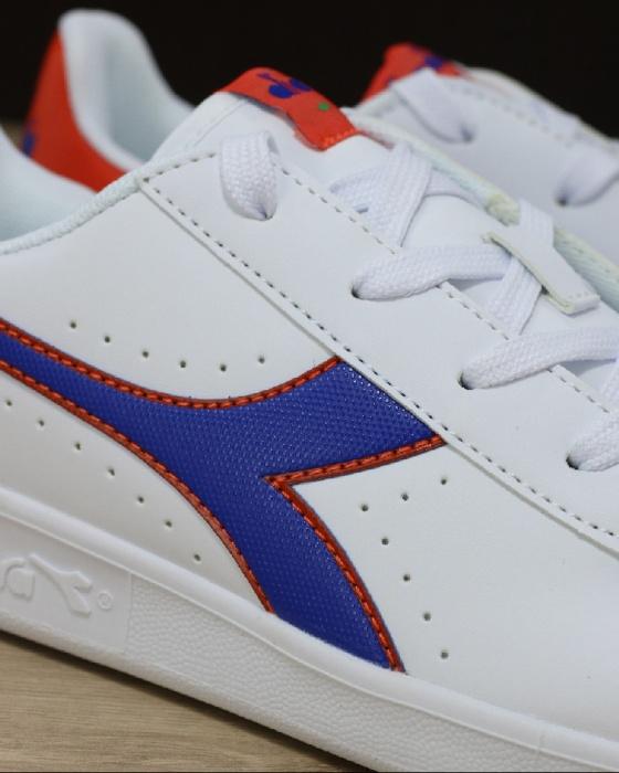 Scarpe Sportive Sneakers Diadora game p gs Lifestyle sportswear Donna  Bambino Bianco Blu - Sport Shoes ... e4a282de977