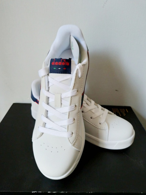 Scarpe Sportive Sneakers Diadora game p gs Lifestyle sportswear Donna  Bambino bianco Blu - Sport Shoes ... 354adb08b20