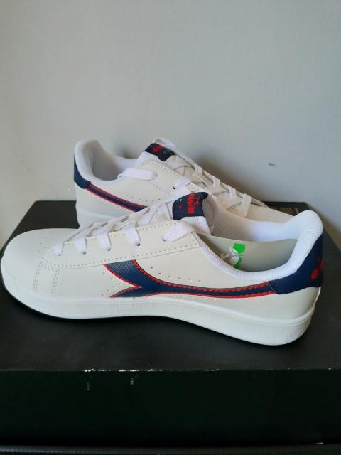 ... Scarpe Sportive Sneakers Diadora game p gs Lifestyle sportswear Donna  Bambino bianco Blu - Sport Shoes ... e3862b92a72