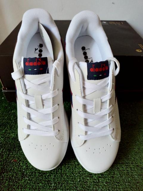 ... Scarpe Sportive Sneakers Diadora game p gs Lifestyle sportswear Donna  Bambino bianco Blu - Sport Shoes 49f6784156d