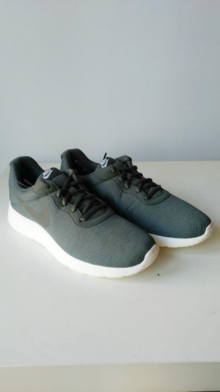 Nike Scarpe Sneakers Trainers Sportive Ginnastica Tennis Grigio verde  Tanjun 8 8 di 8 Vedi Altro 41c5bd73c06