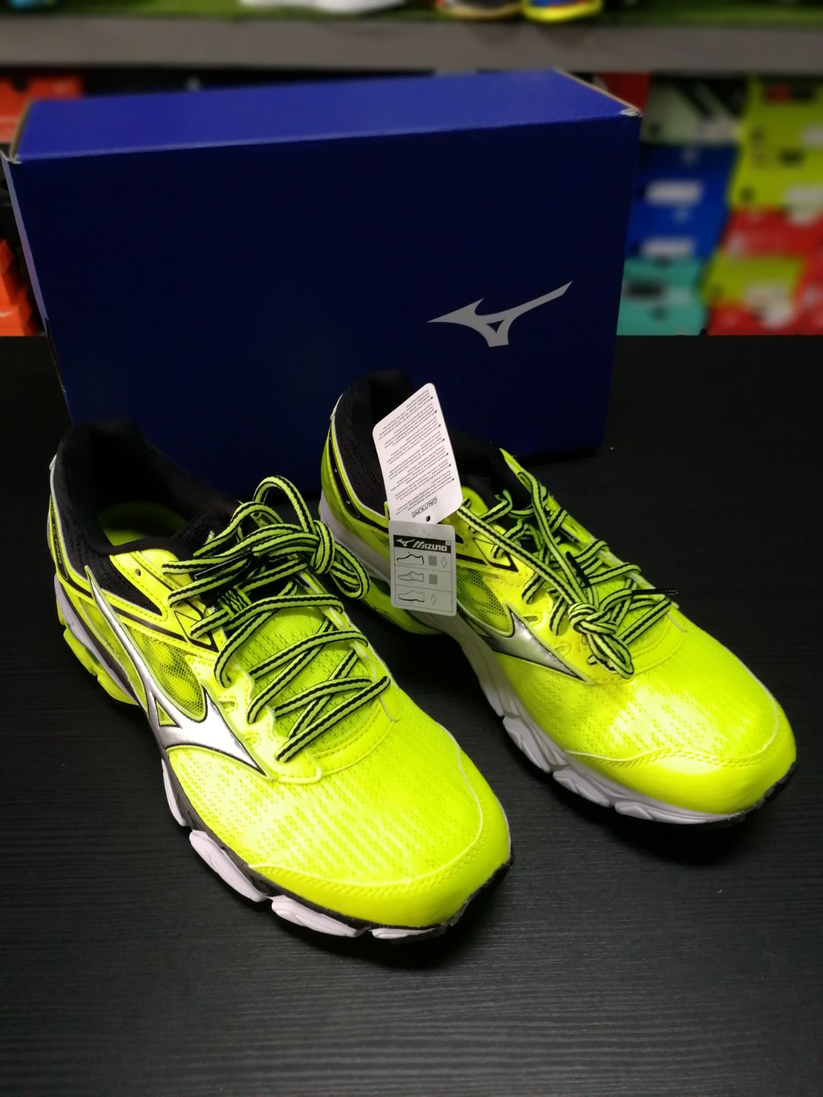 sports shoes 7b134 165fc det-WAVEULTIMA-2.jpg