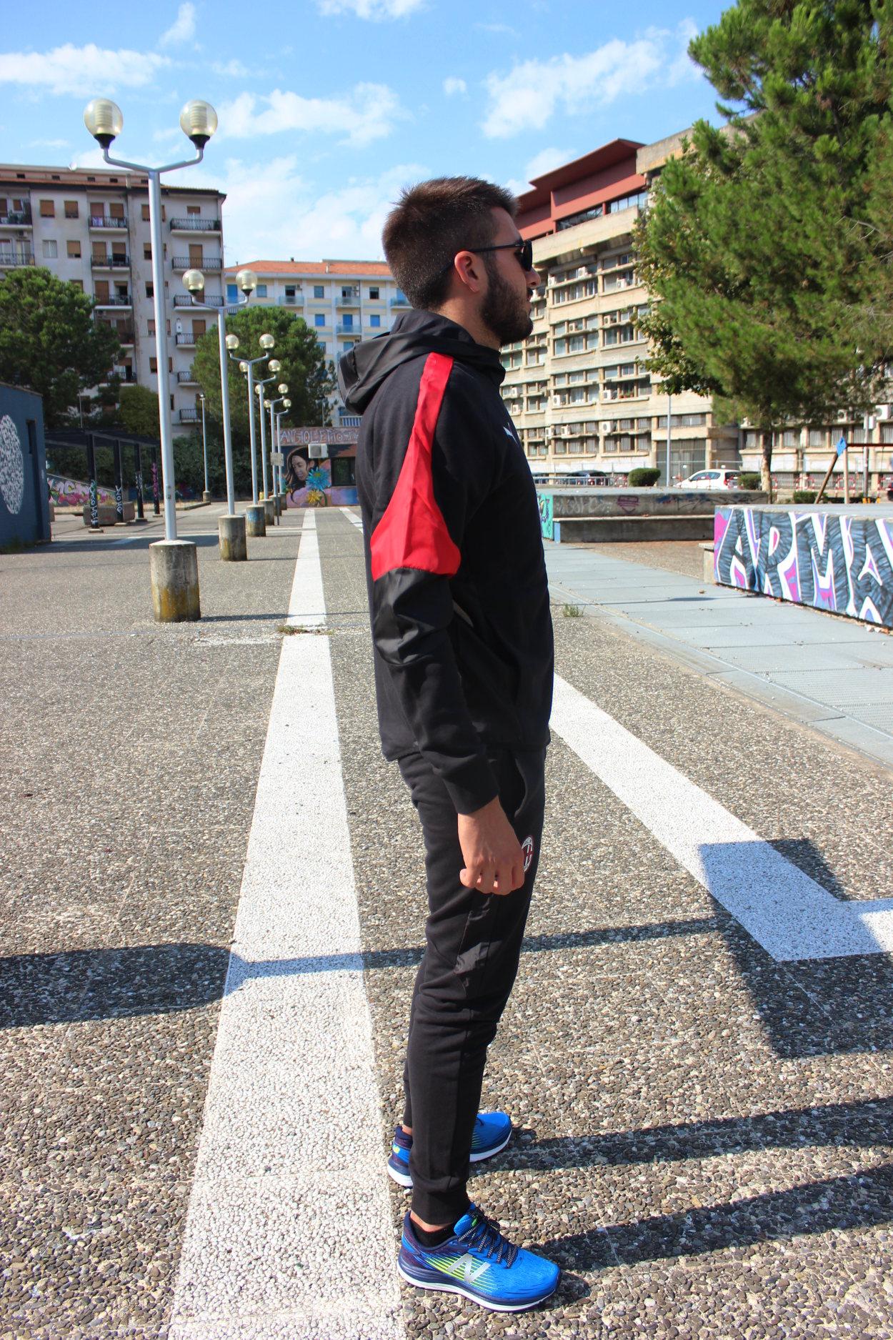 3d4060f9f671a Ac Milan Puma Tuta Tempo Libero Cappuccio Nero Cotone 2018 19 con tasche 6  6 di 8 ...