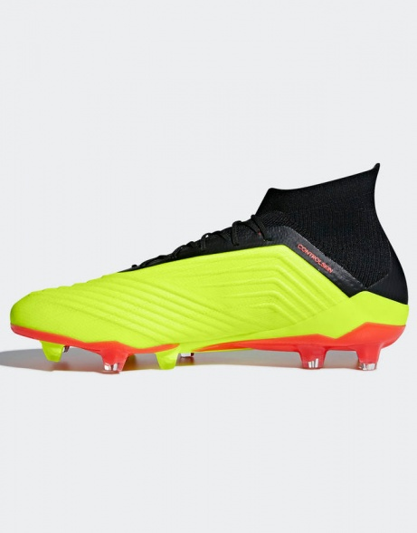 ... Zapatos de fútbol Adidas Predator   abarcan clase   notranslate      18.1 uso de Primeknit ... 74b7aa74e6ff7